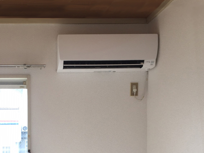 不動産屋さんからの依頼で、賃貸アパート空室に新品エアコン取り付け